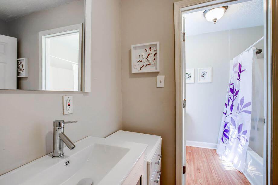 łazienka w przestrzeni prywatnej w jednym z budynków sieci coliving PadSplit