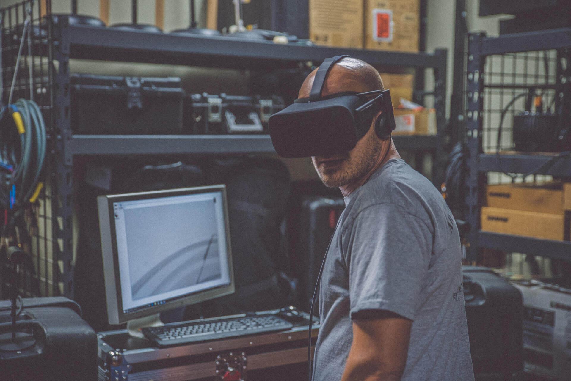 AR, czyli rzeczywistość rozszerzona, jest użytecznym narzędziem w procesie analizy, projektowania i wizualizacji inwestycji zwiększając zadowolenie kupców i obniżając koszty szybciej, niż kiedykolwiek było to możliwe